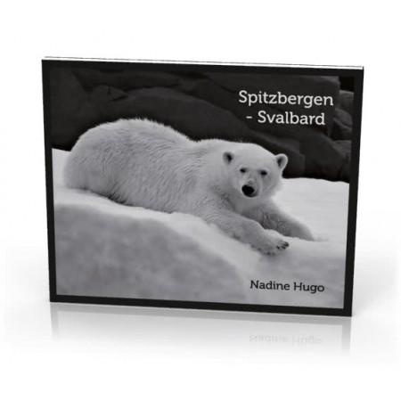 Spitzbergen Svalbard. Monochrom Bildband von Nadine Hugo. Umschlag: Eisbär