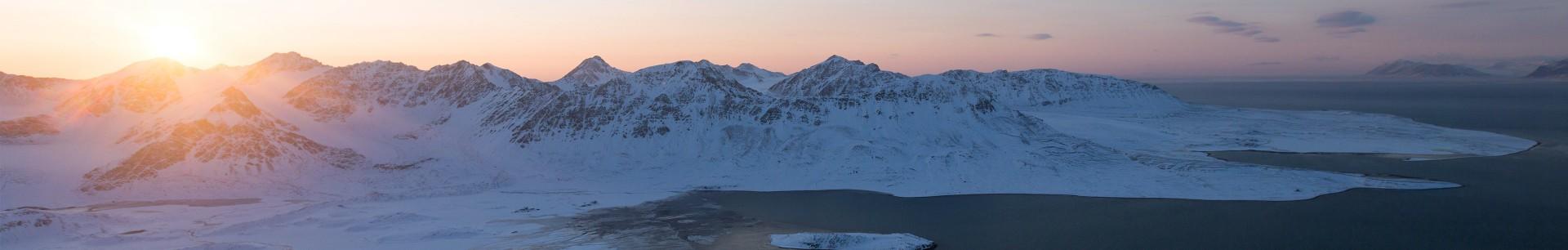 Svalbard kunsthåndverk: drivved bilderammer og vakre skjærefjøl fra Longyearbyen